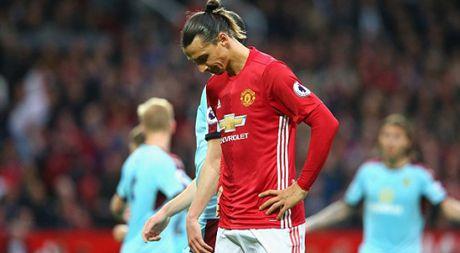 Zlatan Ibrahimovic va con khat ghi ban - Anh 1