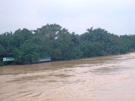 Quang Tri: Mua lu lam 2 nguoi mat tich va bi thuong - Anh 1