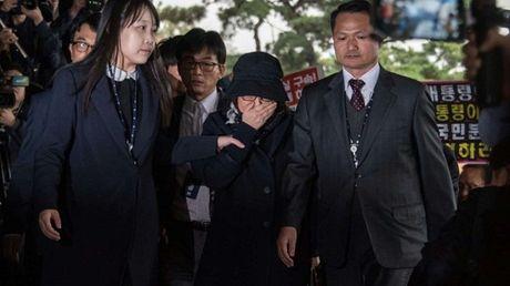 4 ngan hang bi dieu tra vi lien quan toi ba Choi Soon-sil - Anh 1