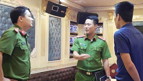 Phong, chong chay no o cua hang karaoke: Dung dau vuong do - Anh 1