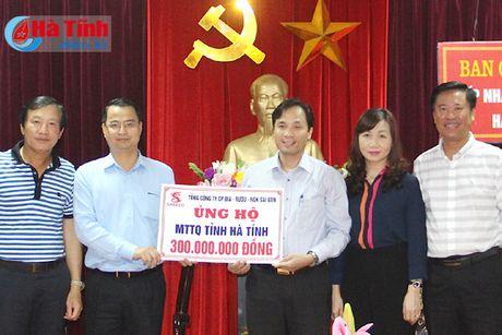 Sabeco trao 600 trieu dong ho tro dong bao lu lut - Anh 1