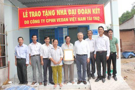 Vedan Viet Nam trao tang 25 can nha tinh thuong trong nam 2016 - Anh 1