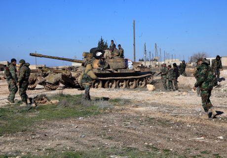 Video chien su Syria: Phao tang xe tan chien binh IS, kinh hoang ban tia - Anh 1