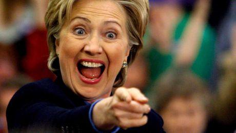 Hillary Clinton co the guc nga truoc Donald Trump vi tuyen bo dieu tra cua FBI? - Anh 1