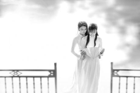 Thieu nu Viet quyen ru voi ta ao dai trong Trien lam anh Vuon xua - Anh 11