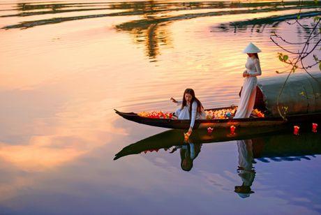 Thieu nu Viet quyen ru voi ta ao dai trong Trien lam anh Vuon xua - Anh 6