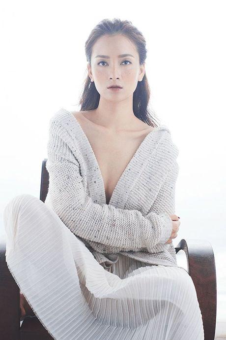 Ai Phuong tung ca khuc xuc dong ve tinh cu gay xon xao cong dong mang - Anh 2
