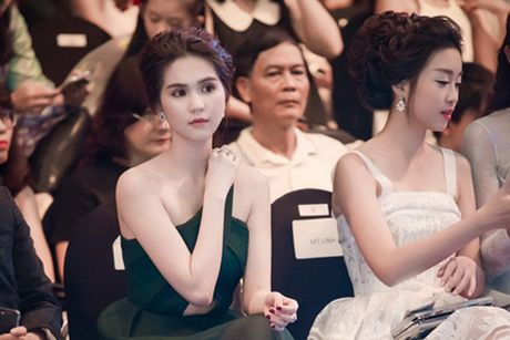 Nhan sac Ngoc Trinh lan at hoa hau; dien vien bi dua anh len ban tho gay phan no - Anh 1