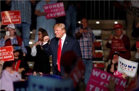 Ong Trump bao ba Clinton gay ra 'khung hoang hien phap' neu dac cu - Anh 2