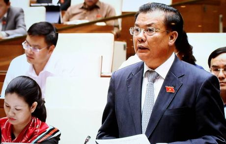 Bo truong Dinh Tien Dung:No cong tang,ap luc tra no lon - Anh 1