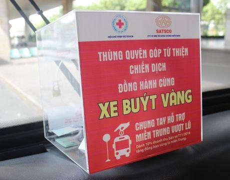 Di xe buyt de ung ho dong bao mien Trung - Anh 1