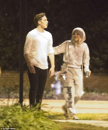 Con trai Beckham hen ho ban gai cu cua Justin Bieber - Anh 1