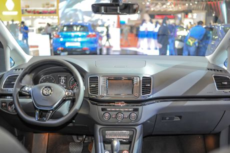Volkswagen Sharan 7 cho gia gan 2 ty tai Viet Nam - Anh 6