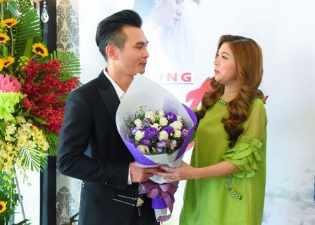 Pham Thanh Thao ve nuoc chuc mung Lam Hung ra mat album - Anh 2