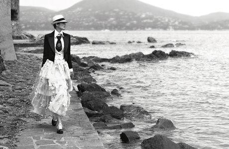 Nang gio nhiet doi trong chien dich quang ba bo suu tap Cruise 2017 cua Chanel - Anh 11
