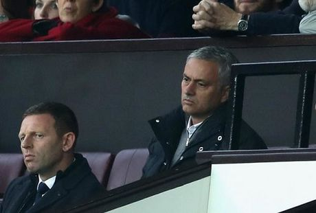 Mourinho co nguy co bi cam chi dao tran gap Arsenal vi 'va mieng' - Anh 1