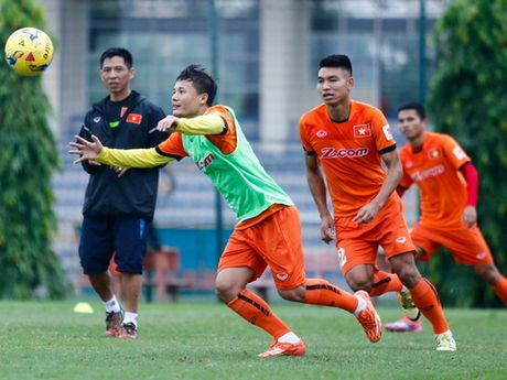 HLV Huu Thang: 'U19 Viet Nam toi World Cup khong khien chung toi ap luc' - Anh 1