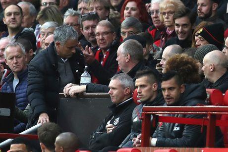 CHINH THUC: Mourinho lan thu hai trong 1 tuan bi FA ket toi, co the bi cam den san - Anh 1
