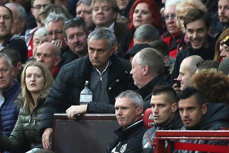 CHINH THUC: Mourinho lan thu hai trong 1 tuan bi FA ket toi, co the bi cam den san - Anh 2