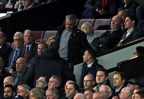 CHINH THUC: Mourinho lan thu hai trong 1 tuan bi FA ket toi, co the bi cam den san - Anh 3