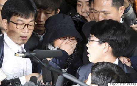 Choi Soon-sil co the khien Tong thong Park Geun-hye 'than bai danh liet' - Anh 1