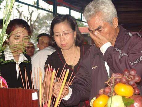 Tiec thuong dua ong Chin Can ve noi an nghi cuoi cung - Anh 4