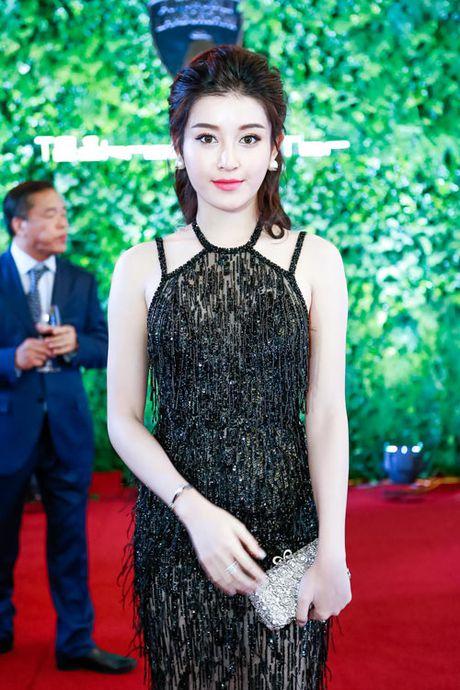 Huyen My mac xuyen thau khoe dang ngoc ben MC Phan Anh - Anh 5