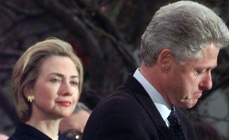 FBI bat ngo tiet lo tai lieu mat ve Bill Clinton, them cu danh vao Hillary - Anh 1