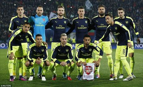 Ludogorets 2-3 Arsenal: Ozil lay ve som cho Phao thu - Anh 2