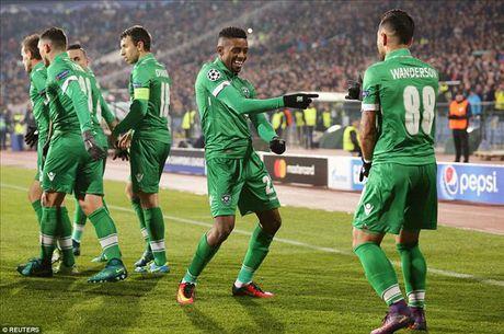 Ludogorets 2-3 Arsenal: Ozil lay ve som cho Phao thu - Anh 3