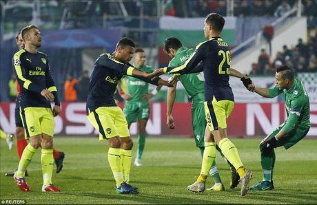 Ludogorets 2-3 Arsenal: Ozil lay ve som cho Phao thu - Anh 4