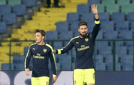 Ludogorets 2-3 Arsenal: Ozil lay ve som cho Phao thu - Anh 5