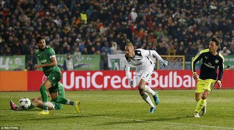 Ludogorets 2-3 Arsenal: Ozil lay ve som cho Phao thu - Anh 7