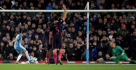 De Bruyne sut phat tuyet dep, Man City ha guc Barca trong dem Etihad ruc ro anh den - Anh 3