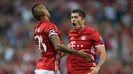 Lewandowski lap cu dup, Bayern Munich doat ve vao vong knock-out - Anh 1