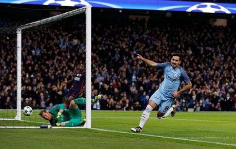 Ha Barca, Man City tai lap thanh tich cua Man United - Anh 1
