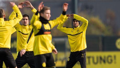 'Nam than' Marco Reus rang ngoi tren san tap Dortmund - Anh 6