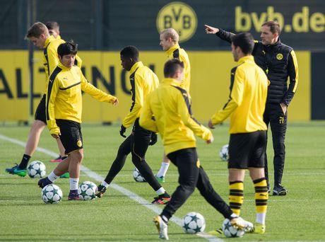 'Nam than' Marco Reus rang ngoi tren san tap Dortmund - Anh 7