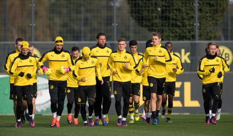 'Nam than' Marco Reus rang ngoi tren san tap Dortmund - Anh 8