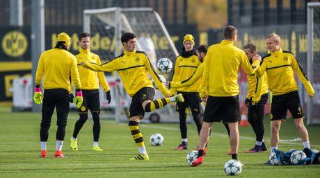 'Nam than' Marco Reus rang ngoi tren san tap Dortmund - Anh 9