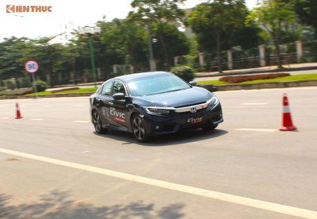 Honda Civic Turbo khong 'dinh loi' phanh dien tu tai VN - Anh 1