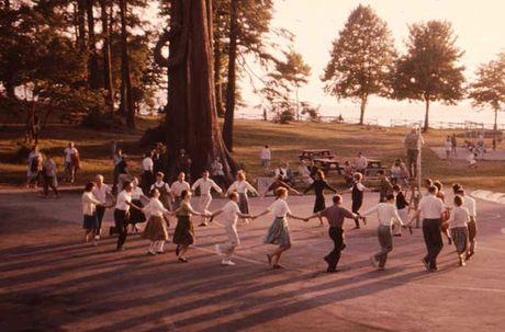 Kham pha cuoc song thuong nhat o Canada nhung nam 1960 - Anh 5