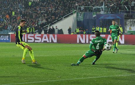 Champions League: Ozil giup Arsenal thoat hiem o Bulgaria - Anh 4