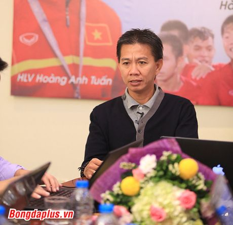 Diem tin chieu 2/11: HLV Hoang Anh Tuan muon dan dat 1 CLB nuoc ngoai - Anh 1