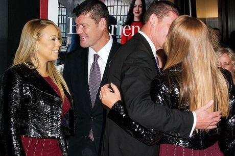 Khong chi doi tien, Mariah Carey con doi hon phu cu mua biet thu - Anh 1