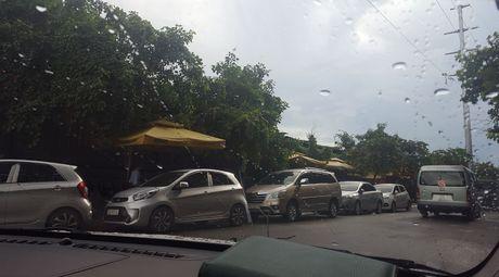 TP HCM: 'Tra lai khong gian sach cho truong Nguyen Du va cham dut tinh trang dung do xe sai quy dinh'. - Anh 1