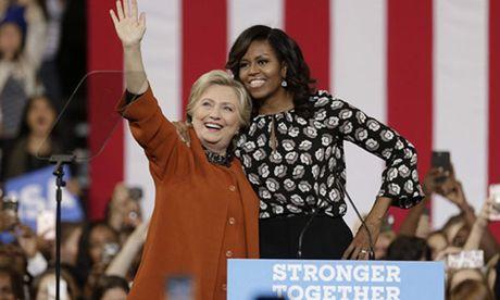 Ba Clinton 'ru re' phu nhan Tong thong Obama lam viec cung - Anh 1