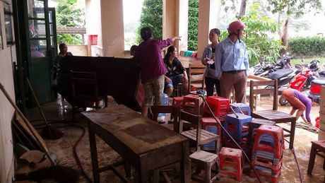 Nguoi dan mien Trung gong minh khac phuc hau qua sau lu lon - Anh 10