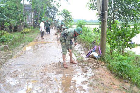 Nguoi dan mien Trung gong minh khac phuc hau qua sau lu lon - Anh 9