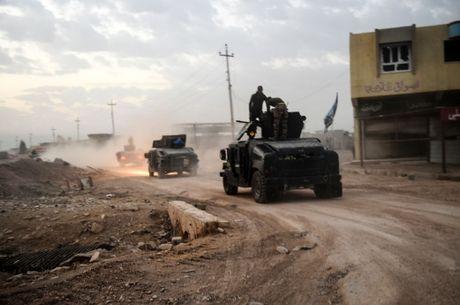 IS vut xac 40 cuu nhan vien an ninh Iraq xuong song - Anh 1
